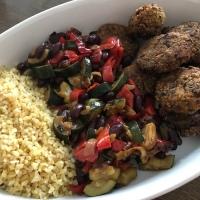 Húsmentes hétfők - Vegán fasírt párolt zöldséggel